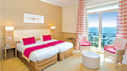 2 persons privilege room with sea view for your family holidays in Menton